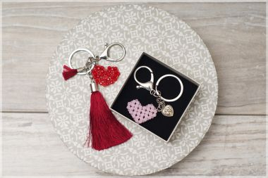 How to make a key ring - A heart made from beads tutorial