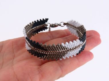 How to make a bracelet with peyote stitch