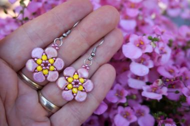 How to make earrings using GINKO beads – beaded flowers step by step