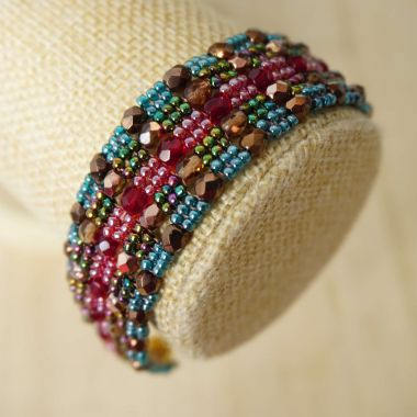 How to make a cuff bracelet with TOHO beads - Flat Herringbone Stitch Step by Step