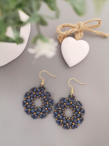 How to make beaded earrings using SuperDuo beads. Jewellery making tutorial