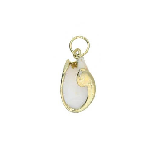 Shell with gold decoration / pendant / cream / 25x14x8mm / 1pc