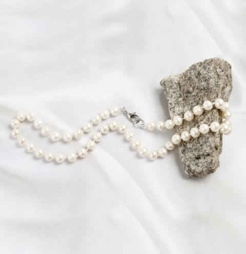 Pearl Necklace using the Knotting Tool