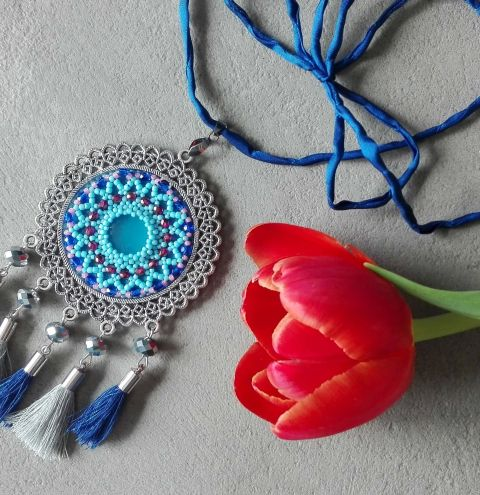 Beaded embroidery step by step – how to make a cabochon pendant