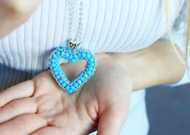 How to make a beaded heart? Jewellery making tutorial.