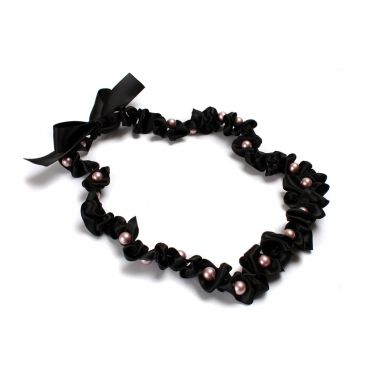 Nestling Pearls Necklace Black
