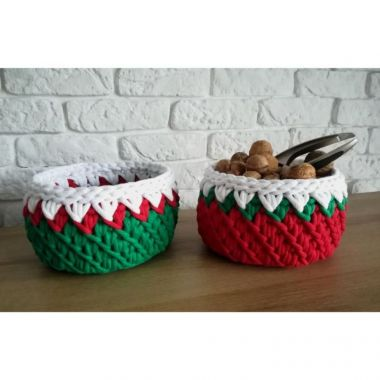 12 Designs of Christmas Day 7 - Macrame Christmas Basket