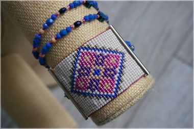 How to make a beaded necklace – a DIY loom beaded necklace