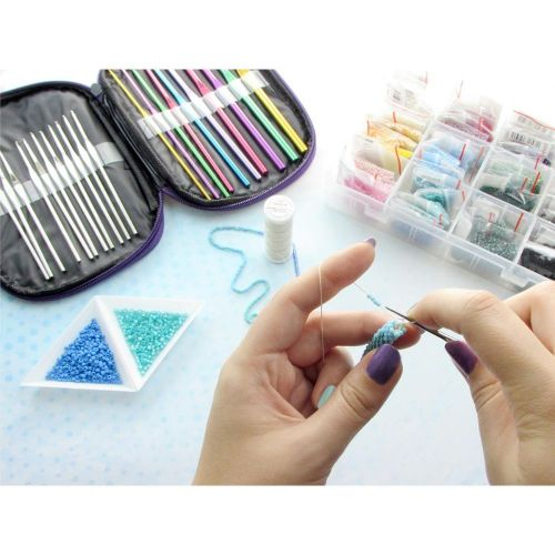 Metal crochet set / with case / 12 silver 0.6mm-1.9mm / 10 coloured 2mm-6.5mm