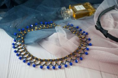 How to make a simple necklace with Toho Beads and Crystals