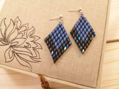 How to make earrings with superduo beads - step-by-step diamond earrings