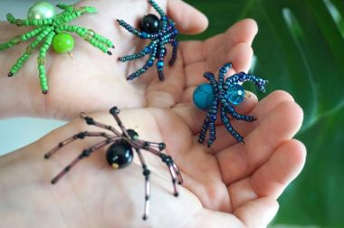 How to make a spider from beads - jewellery making tutorial