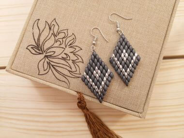 How to make earrings with superduo beads - step by step diamond earrings