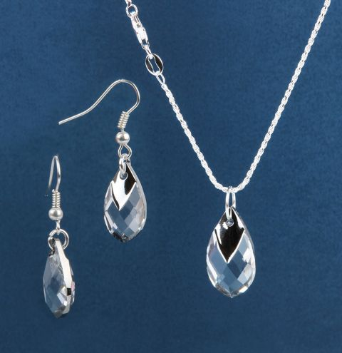 Crystal Pear Shaped Pendant Jewellery Set made with Swarovski