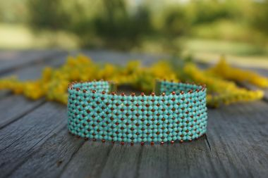 Flat Chenille Stitch - A beaded bracelet step by step