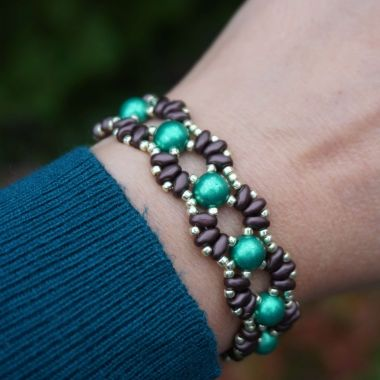 How to make a bracelet with shaped beads