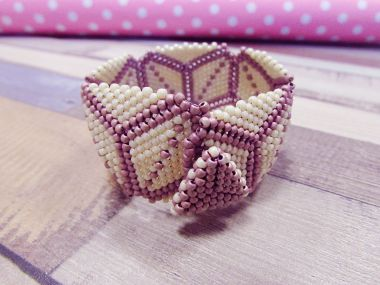 How to make a TOHO beads bracelet - Beaded triangles tutorial