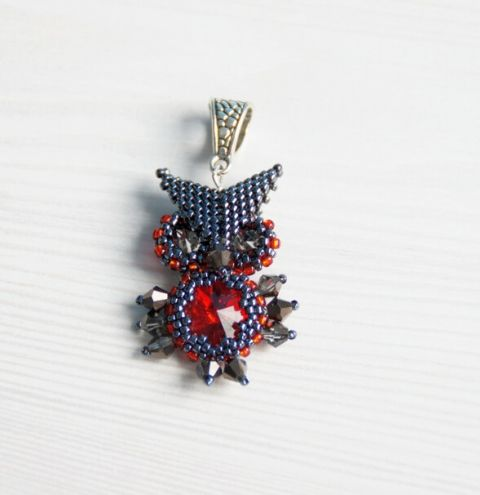 A beaded owl – Rivoli Bezel