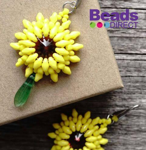 How to make flower earrings from SuperDuo beads - step by step tutorial