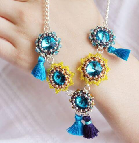 How to make a necklace of rivoli crystals - Step by step tutorial