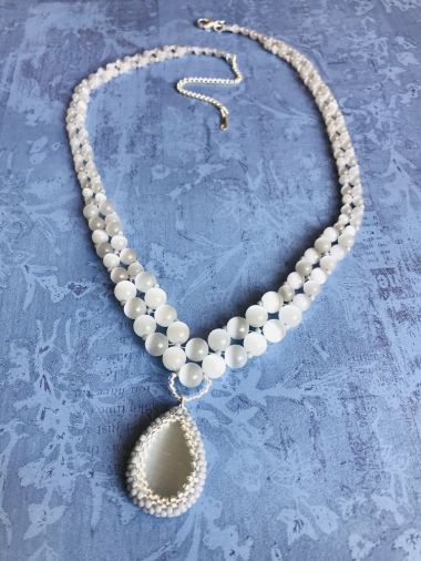 How to make a graduated necklace with a bezelled pendant - jewellery tutorial