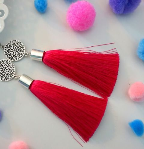 How to stick a tassel into an end cap – jewellery making for beginners