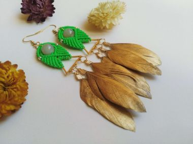 Macrame earrings with feathers step by step