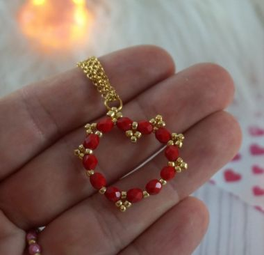 How to make a beaded heart - video tutorial