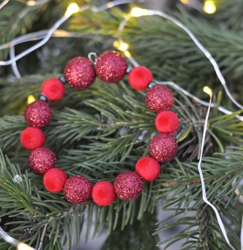 Memory Wire Wreath - Simple Christmas Decorations for Children